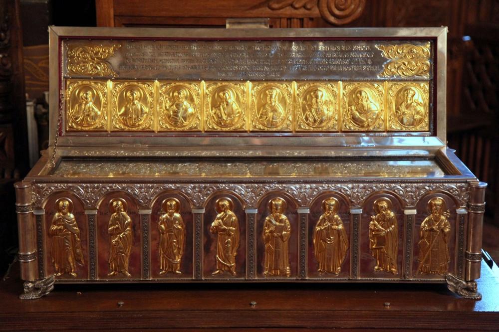 Racla cu sfinte moaşte în Catedrala veche din Buzău